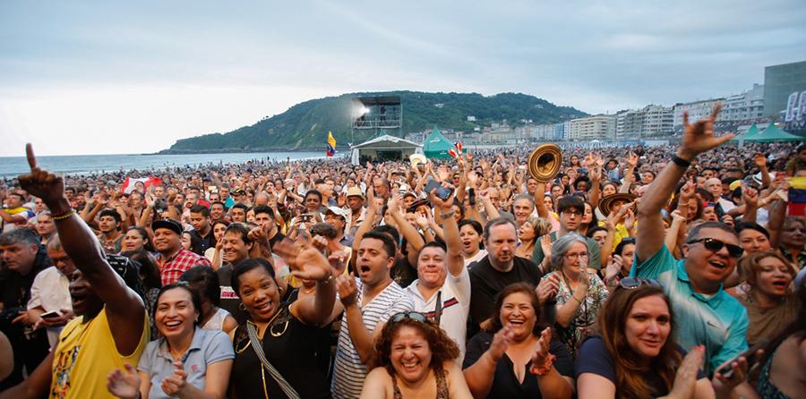 Publico-playa-concierto-Ruben-Blades-2018
