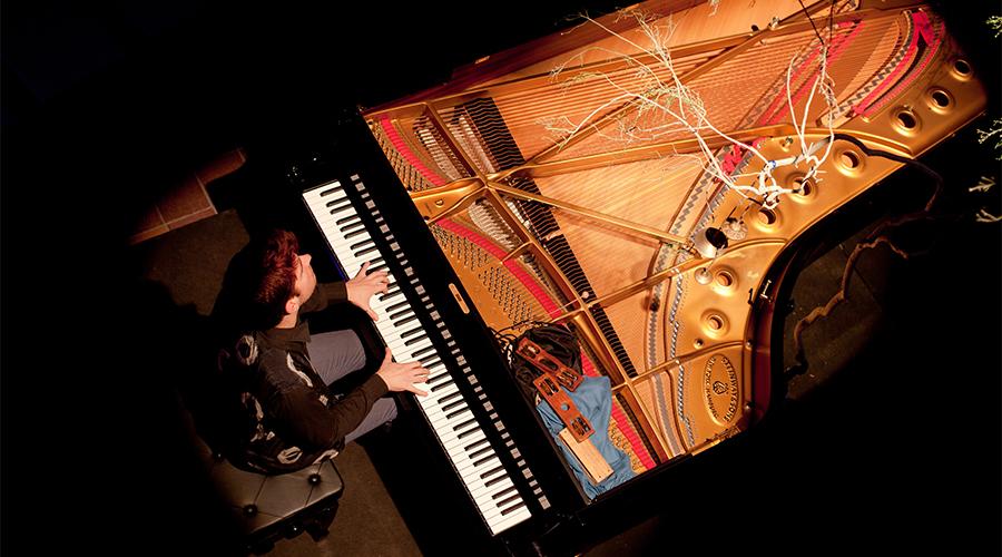 01-PIANO SOLO